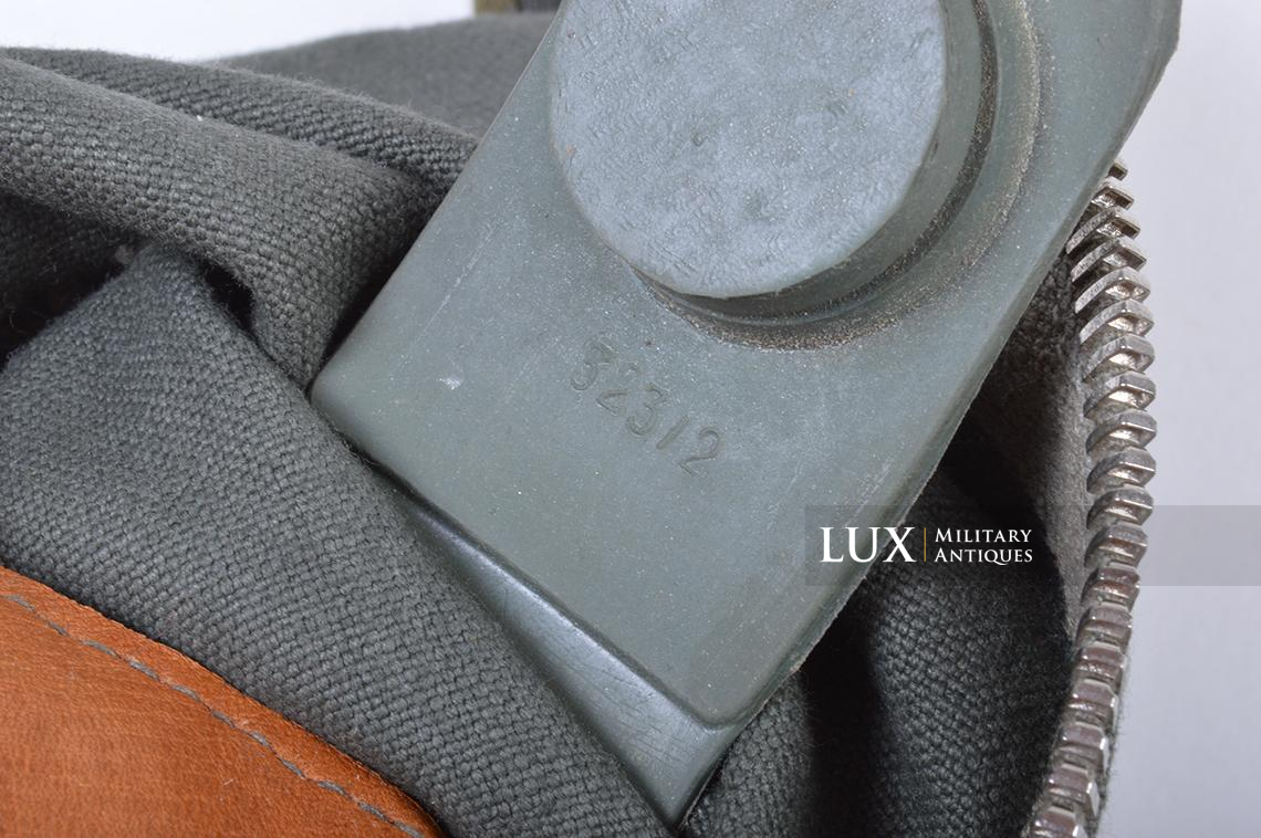 Early-war German paratrooper gas mask carrying bag, « AUER » - photo 11
