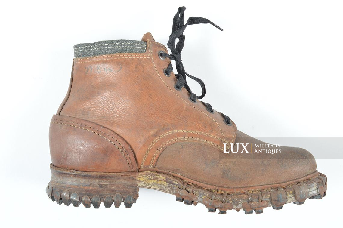 Unissued German mountain trooper's « Gebirgsjäger » ankle boots - photo 12
