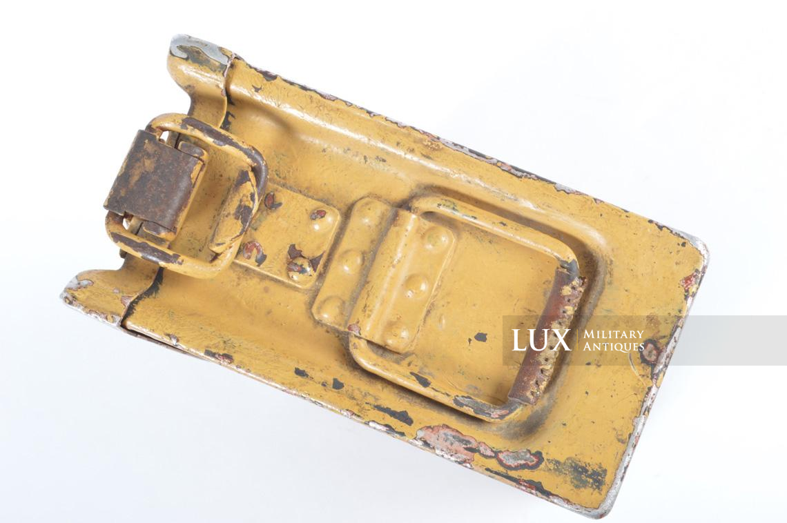 Exceptional early MG 34/42 tan camouflage ammo medics first aid box - photo 16