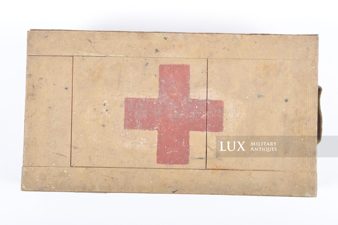 Late-war wooden medics first aid box, « Verbankasten » - photo 8