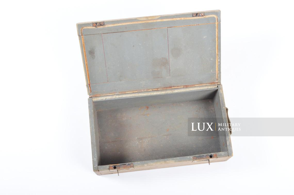 Late-war wooden medics first aid box, « Verbankasten » - photo 18