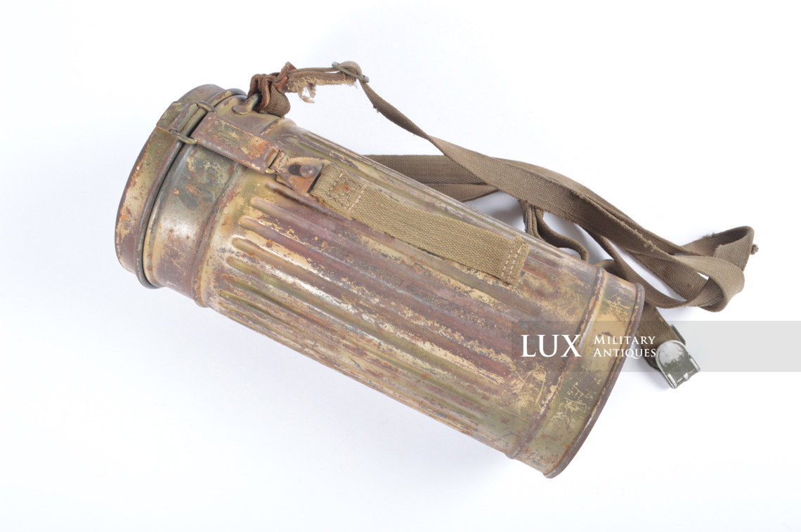 German three-tone « Normandy » camouflage gas mask canister, « untouched / woodwork find » - photo 4