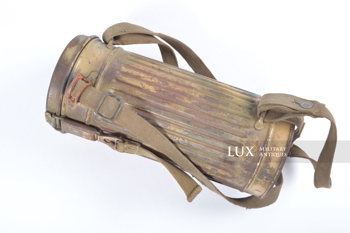 German three-tone « Normandy » camouflage gas mask canister, « untouched / woodwork find » - photo 7