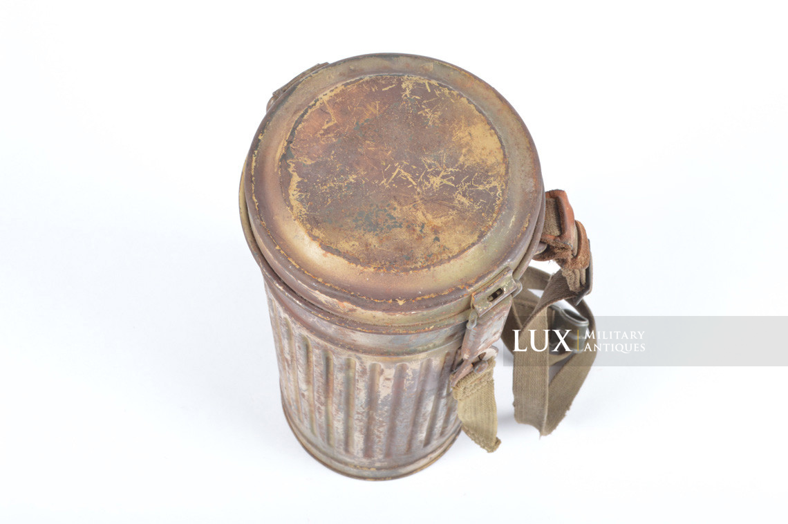 German three-tone « Normandy » camouflage gas mask canister, « untouched / woodwork find » - photo 12