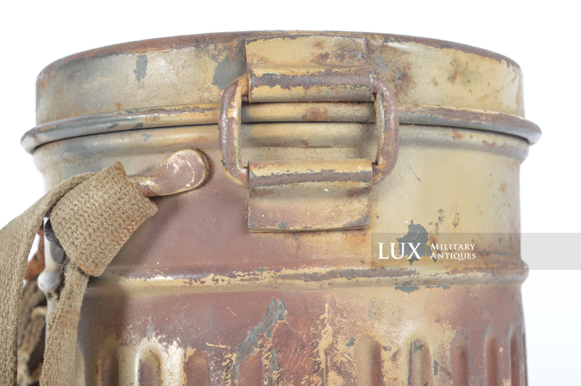 German three-tone « Normandy » camouflage gas mask canister, « untouched / woodwork find » - photo 20