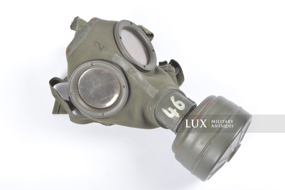 German three-tone « Normandy » camouflage gas mask canister, « untouched / woodwork find » - photo 54