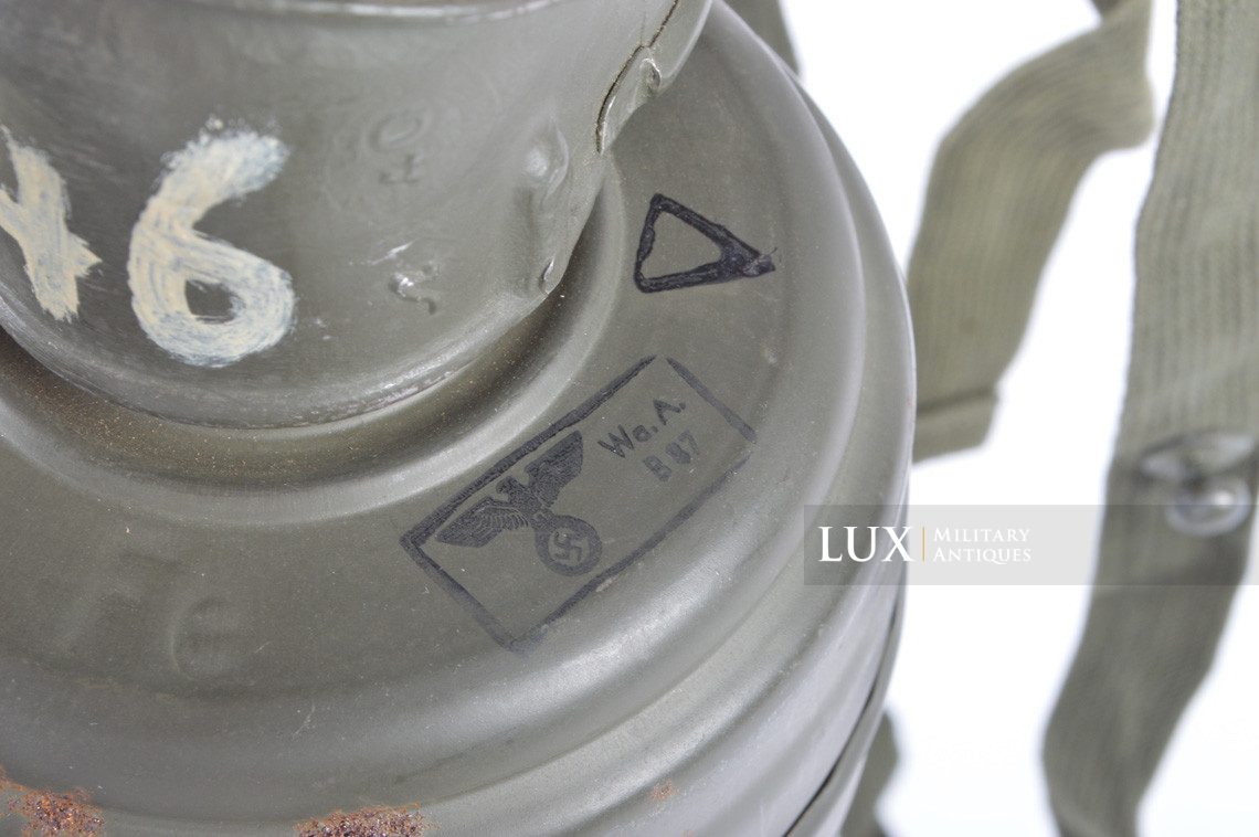 German three-tone « Normandy » camouflage gas mask canister, « untouched / woodwork find » - photo 58